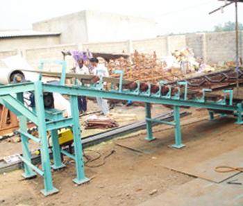 Food grade conveyor for loose sugar